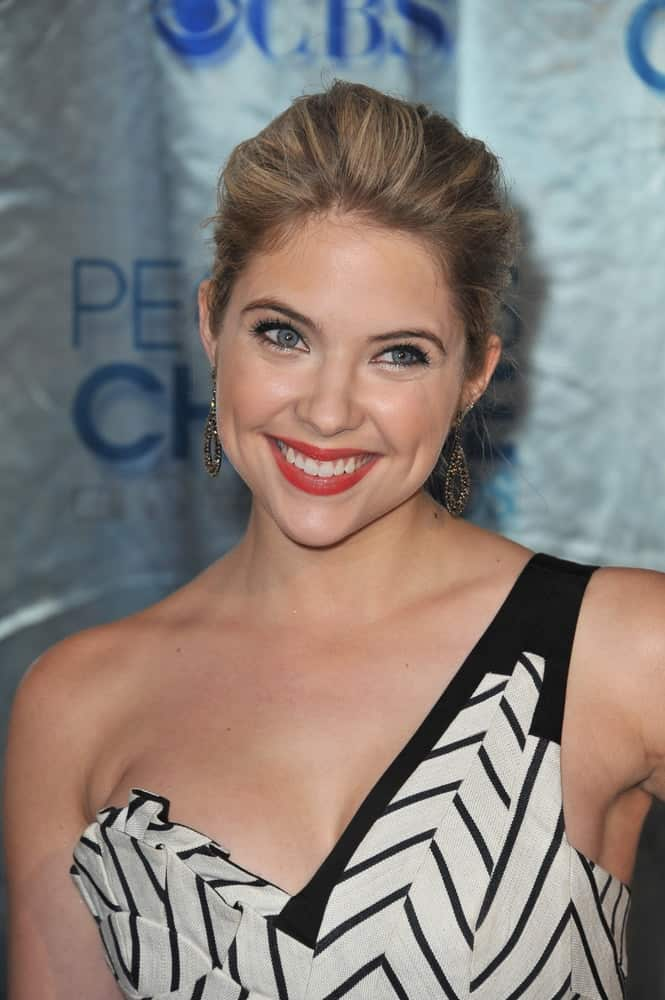 Ashley Benson was at the 2011 Peoples' Choice Awards at the Nokia Theatre L.A. Live in downtown Los Angeles on January 5, 2011. She was stunning in her patterned short dress and slightly tousled blonde bun hairstyle.