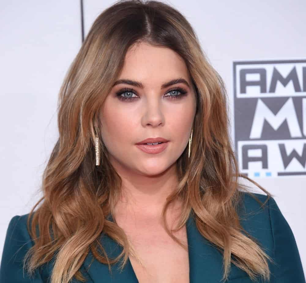 Ashley Benson attended the American Music Awards 2015 on November 22, 2015 in Los Angeles, CA. She was lovely in her dark green pantsuit and long, layered wavy sandy blonde hairstyle with a loose and tousled finish.