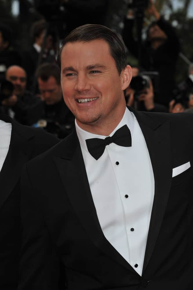 The actor exhibited his short dark locks emphasized with a black bow during the gala premiere of his movie