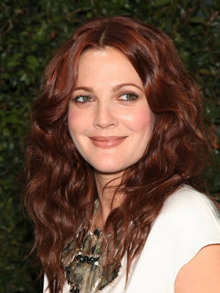 The charming star wore her auburn locks in loose curls with a middle part during the Natural Resources Defense Council's Oceans Initiative on June 06, 2011.