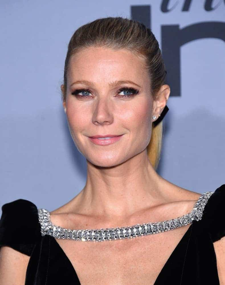 Gwyneth tied her straight blonde locks with a ribbon in a high ponytail as she arrives at the InStyle Awards 2015 on October 26, 2015.