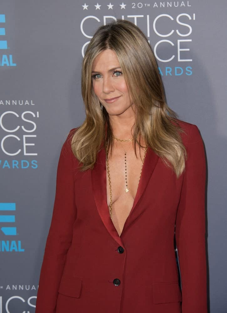 Jennifer Aniston looked sleek and sharp in a red suit along with her blonde highlighted hair styled with subtle waves. This was taken at the 20th Annual Critics' Choice Movie Awards last January 15, 2015.