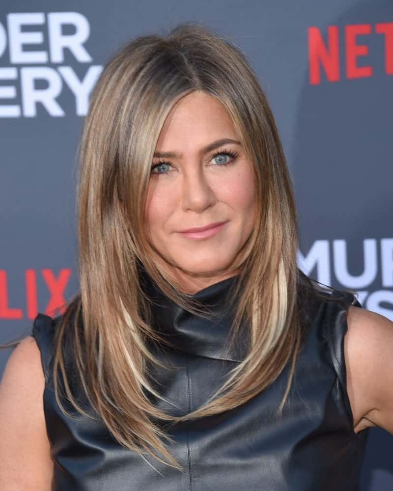 The actress attended the Netflix 'Murder Mystery' Premiere on June 10, 2019 with her iconic layered hair that's styled inwardly. She paired it with a black leather dress contrasting her blonde tresses.