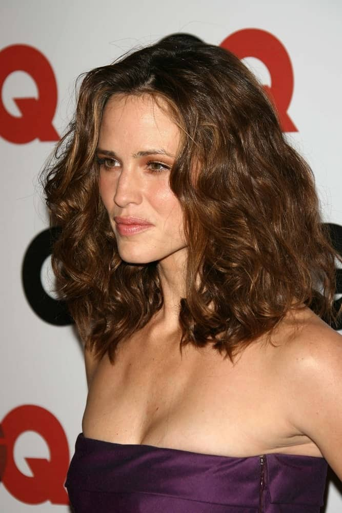 Jennifer Garner with her thick, medium-length curls at the GQ Man of the Year Awards held on November 29, 2006.