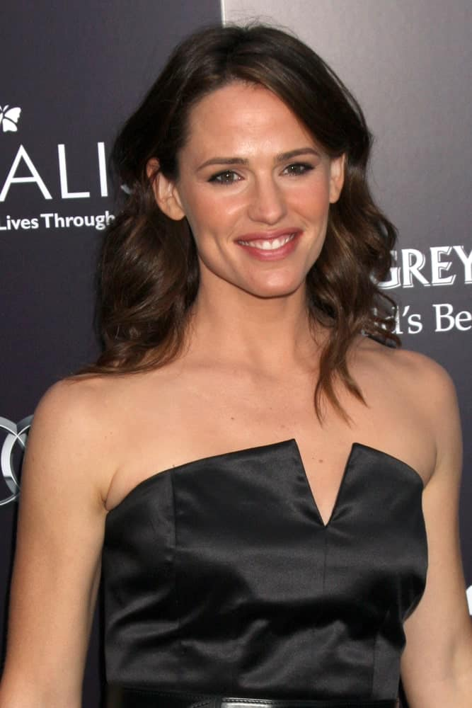 Jennifer Garner at the 10th Chrysalis Butterfly Ball on June 11, 2011 with her thick and bouncy curls paired with a black tube dress.