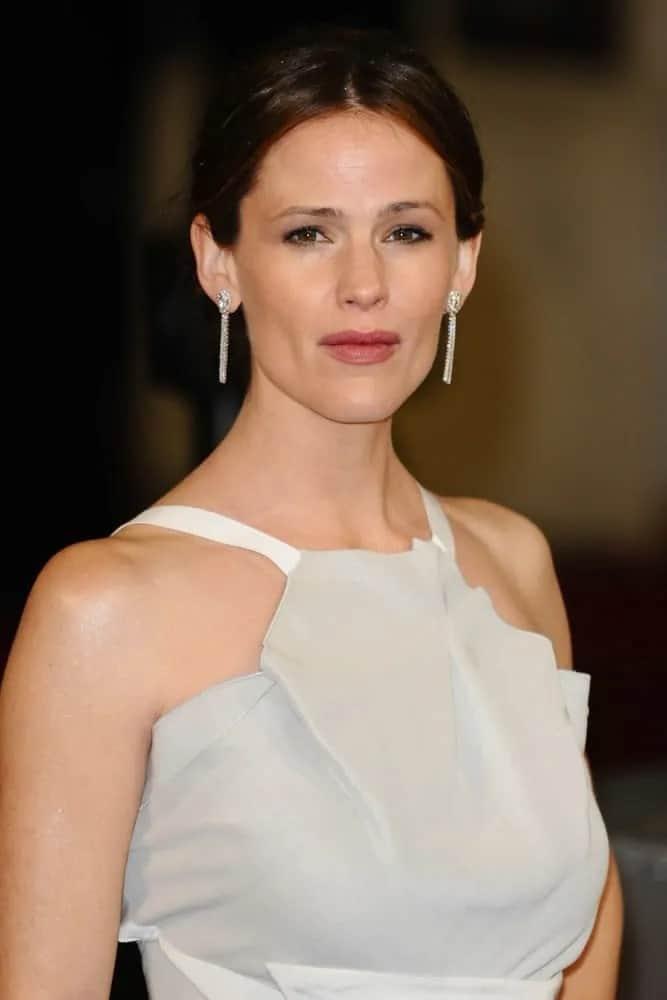 Garner showed off her sophisticated low bun updo with a middle parting for the EE BAFTA Film Awards 2013 on October 2, 2013.