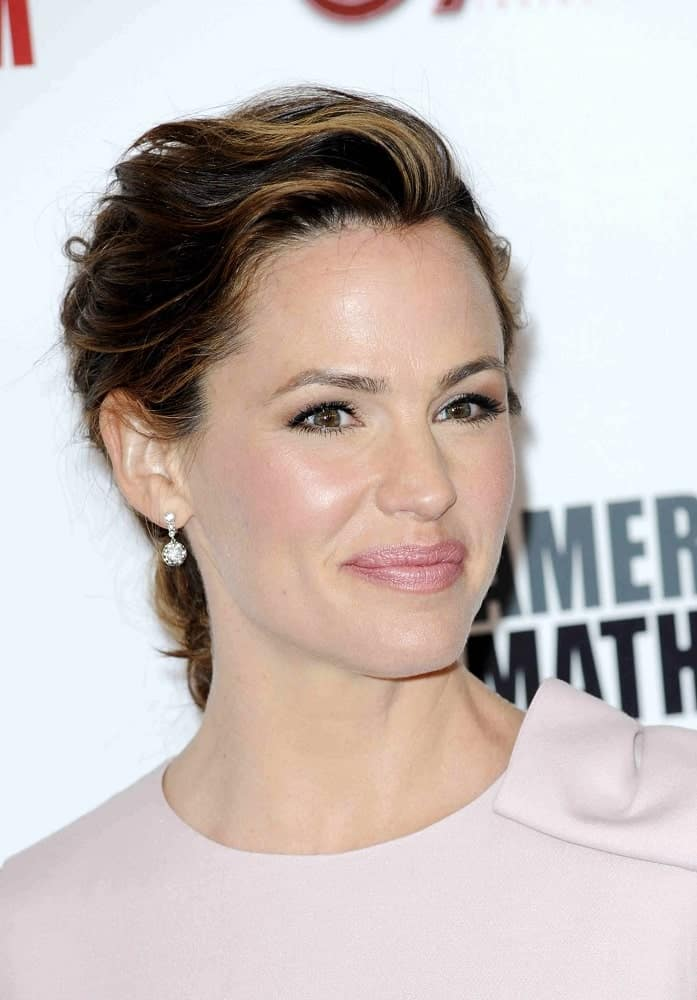 This is a classic loose up-do this gorgeous celeb wears during the 29th American Cinematheque Award on October 30, 2015.