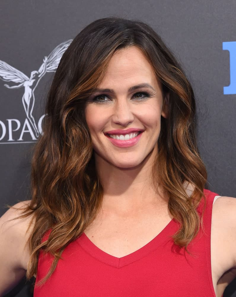 The actress's medium-length layered curls with a side part were casual chic at the