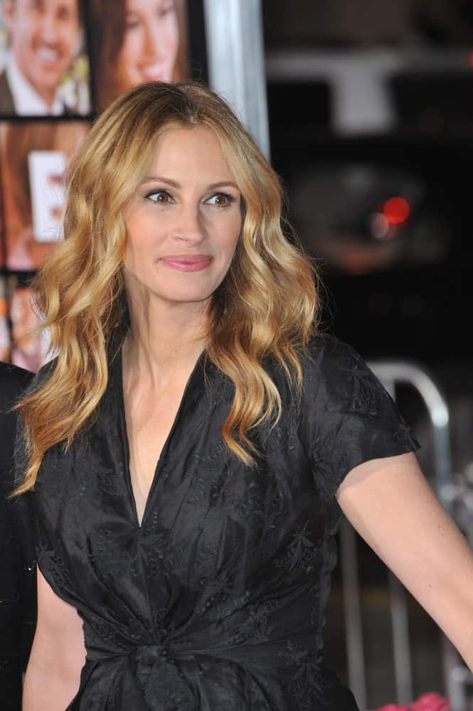 The actress dyed her hair in golden blonde and styled it with voluminous waves during the world premiere of her new movie