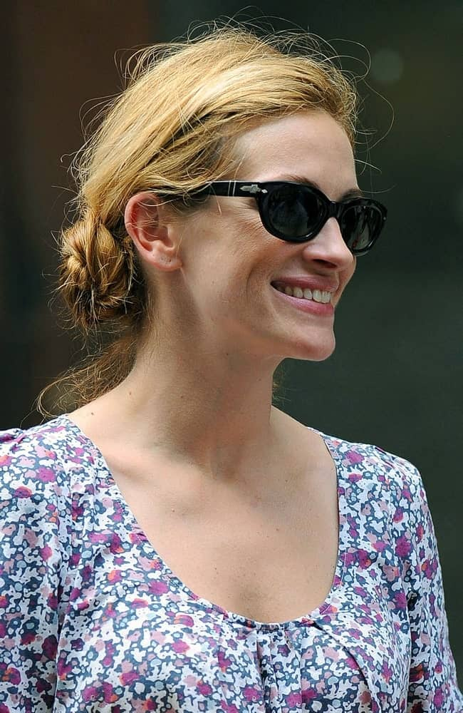 The actress on location for EAT LOVE PRAY filming in Lower Manhattan, New York on August 20, 2009. She wore a tousled low twisted bun paired with black shades.
