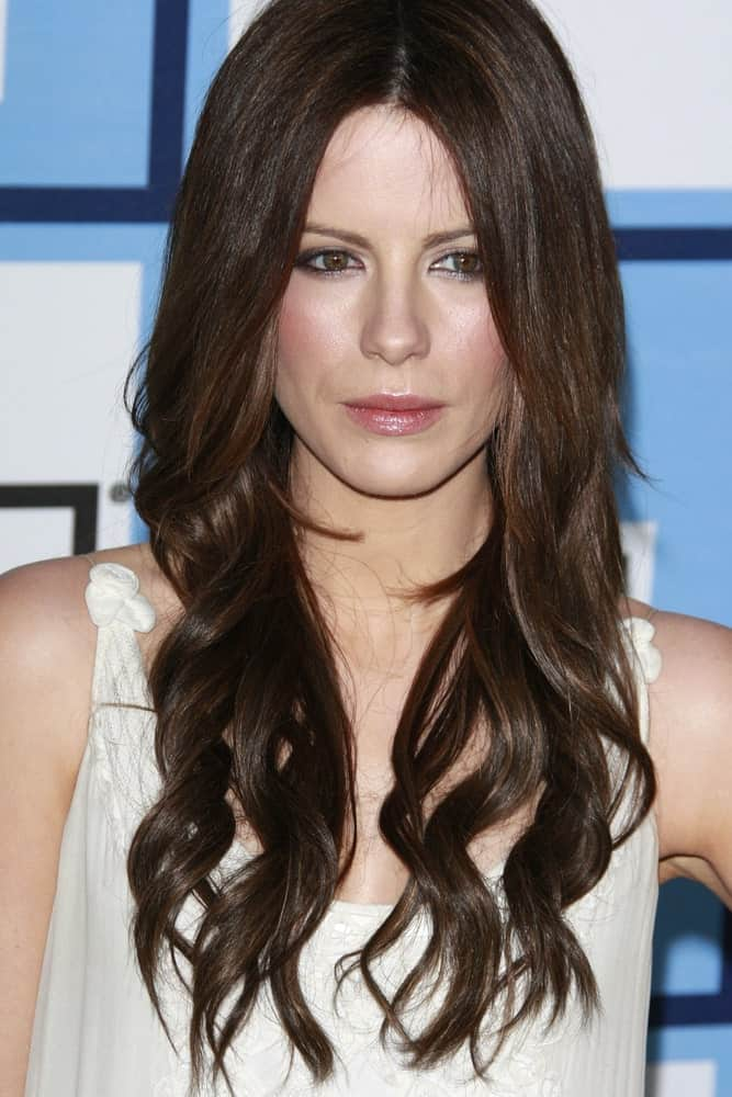 Kate Beckinsale sported a long layered hairstyle with loose waves at the 2008 Independent Spirit Awards held on February 32, 2008.