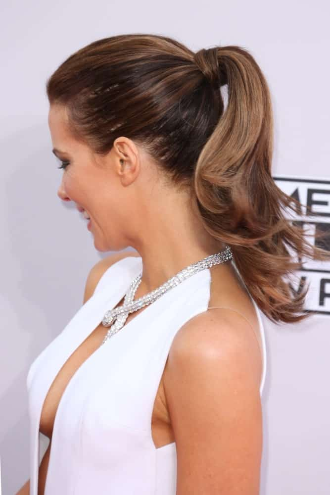 The actress completed her evening look with a simple yet upscale slicked back high ponytail at the 2014 American Music Awards on November 23, 2014.