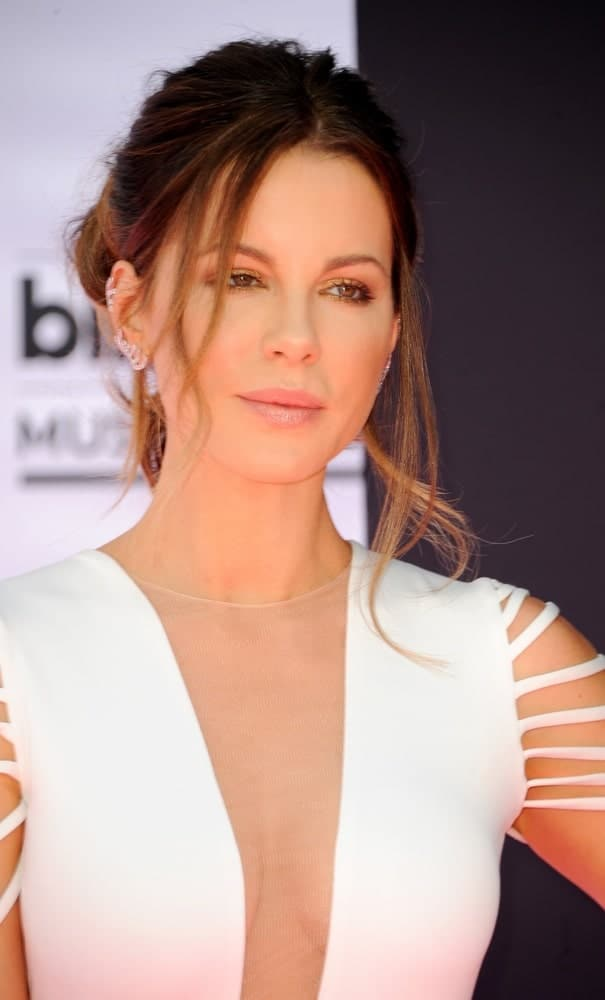 Beckinsale maintained her sophisticated aura even with her messy upstyle. This look was worn for the 2016 Billboard Music Awards held at T-Mobile Arena in Las Vegas, USA.