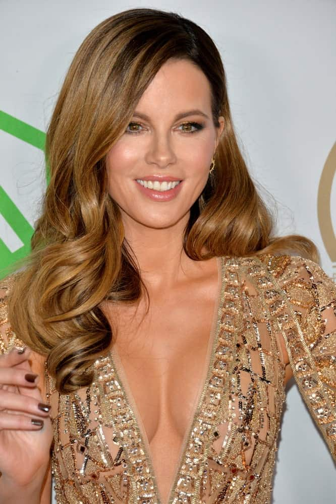 Kate Beckinsale attended the 2020 Producers Guild Awards on January 18, 2020, wearing a sexy plunging dress that she paired with a side-swept wavy hairstyle.