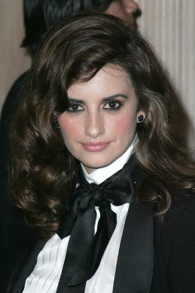 Penelope Cruz opted for a vintage look showcasing her Hollywood glam waves at the Hollywood Film Festival's 10th Annual Hollywood Awards Gala held on December 23, 2006.