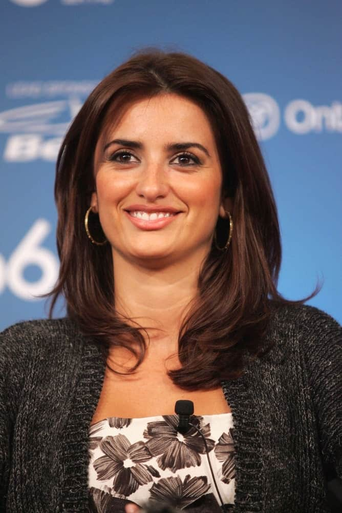 Penelope Cruz opted for a simple look showcasing her loose, thick tresses paired with hoop earrings and a cardigan at the Toronto International Film Festival on September 8, 2006.