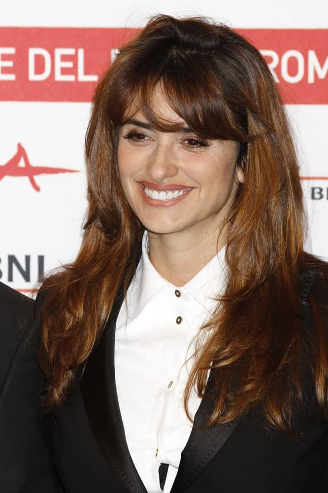 The lovely actress with her woke-up-like-this look in messy loose layers with curtain bangs as she attends the photocall during the 6th International Rome Film Festival on October 26, 2011.