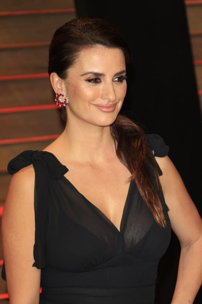 Penelope Cruz in a black dress along with a simple low ponytail hairstyle at the 2014 Vanity Fair Oscar Party held on March 2, 2014.
