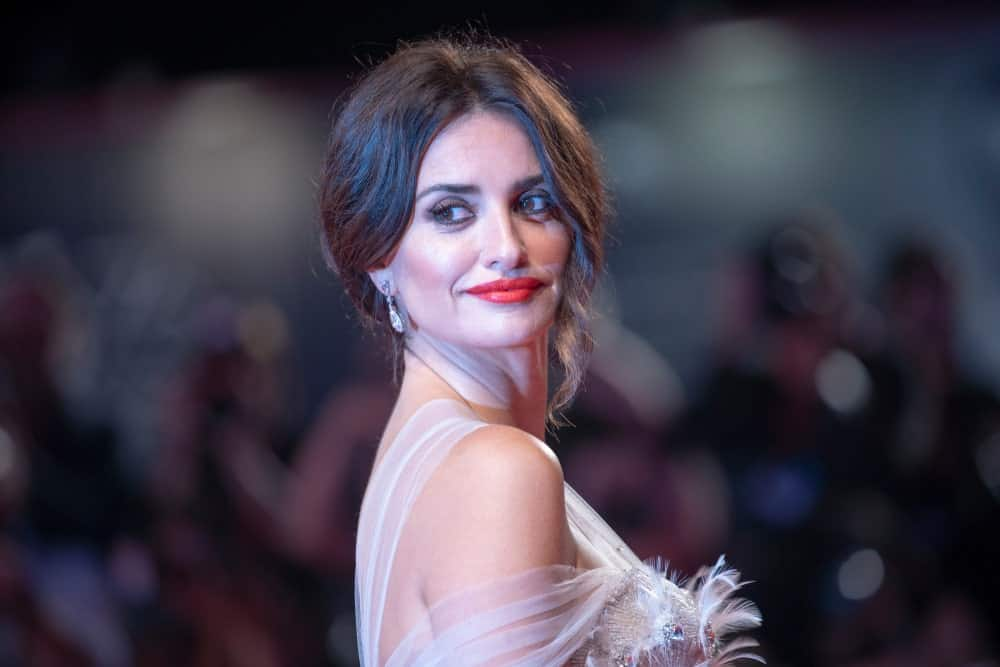 Penelope Cruz stuns the crowd with her glamorous upstyle as she walks the red carpet ahead of the