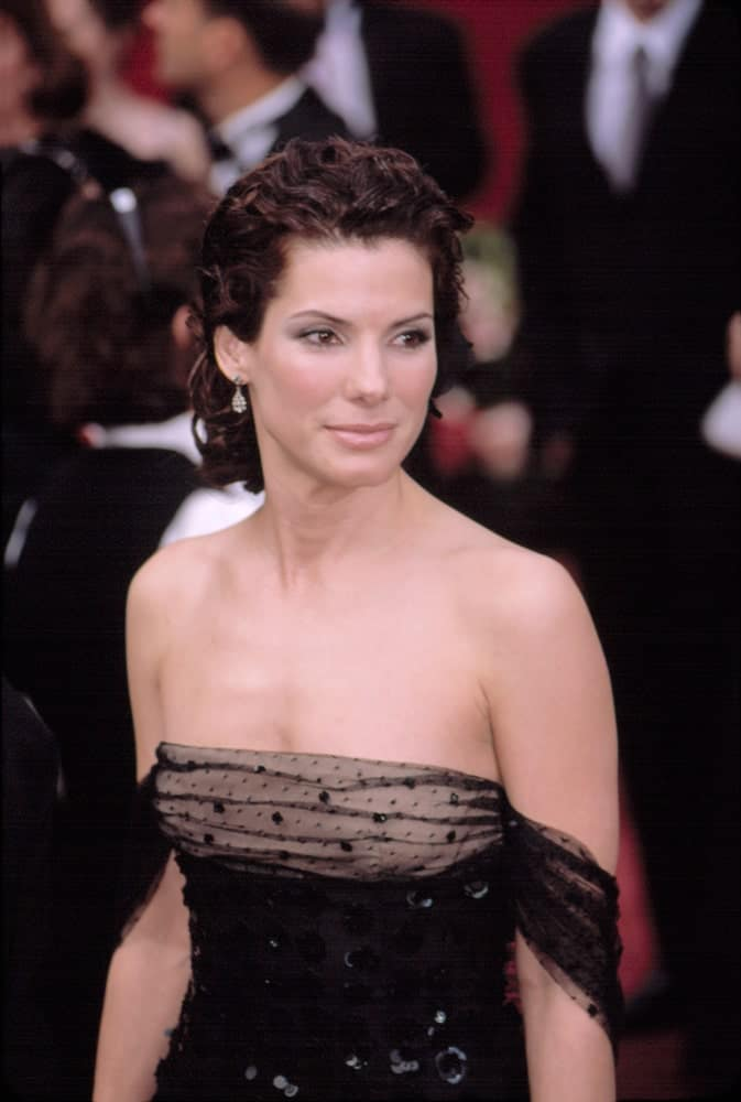 Sandra Bullock was wearing a gorgeous black Valentino dress with her elegant curly half-up hairstyle at the Academy Awards last March 24, 2002 in Los Angeles.