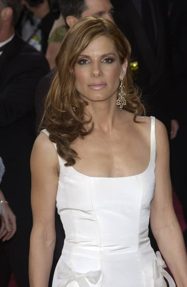 Sandra Bullock was the picture of elegance and beauty in her form-fitting white dress and brown dyed hair arranged into a side-swept look with curls at the 76th Annual Academy Awards in Hollywood last February 29, 2004.
