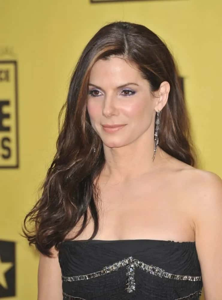 Sandra Bullock caught the attention of everyone with her subtle waves pulled into a side-swept hairstyle that emphasizes her beautiful face at the 15th Annual Critics' Choice Movie Awards on January 15, 2010.