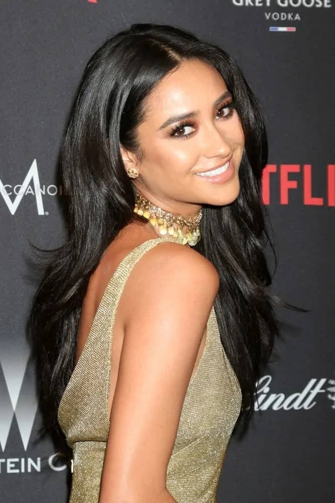 Love this loose style with volume and medium waves this pretty celeb wears at the Weinstein And Netflix Golden Globes After Party on January 8, 2017.