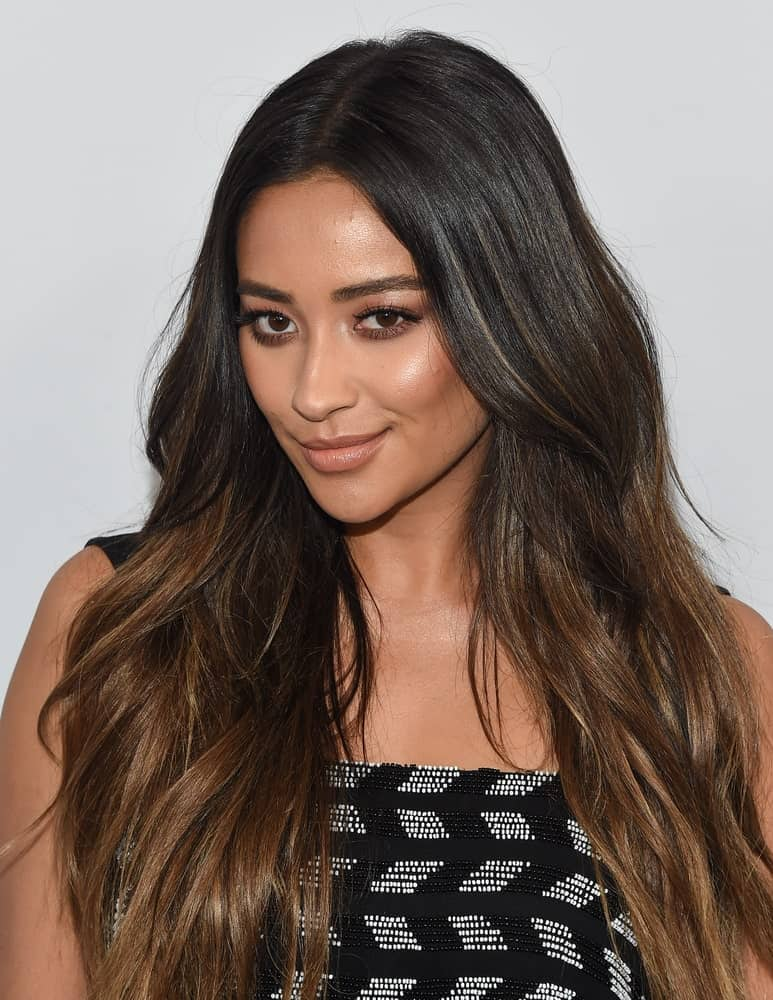The Canadian beauty wore her long ombre strands in loose beachy waves at 2017 WE Day California on April 27, 2017.