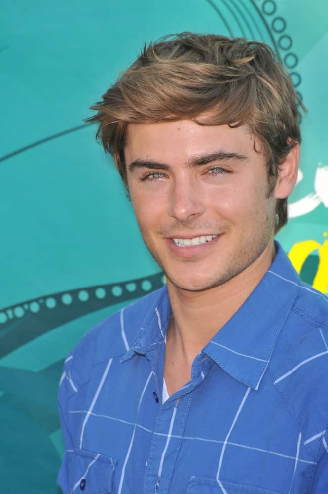 The actor steals every young girl's heart with his messy side-swept hairstyle during the 2009 Teen Choice Awards held on August 9, 2009.