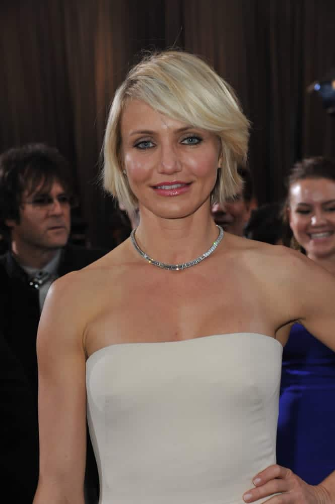 Cameron Diaz rocks a sexy, choppy bob with a deep side part for her platinum blonde mane at the 84th Annual Academy Awards on February 26, 2012.