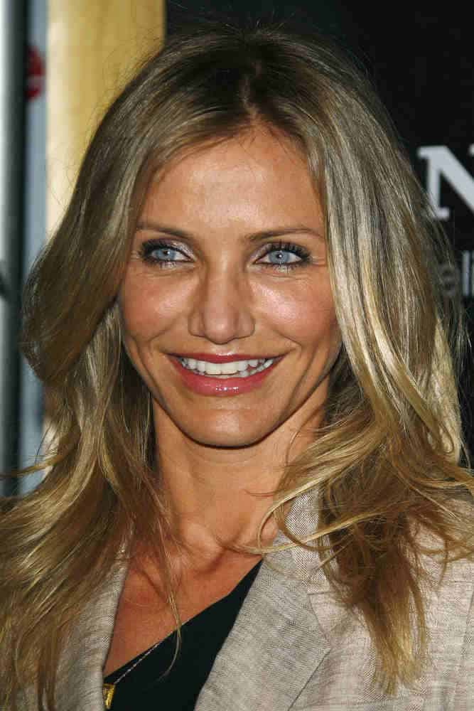 Cameron Diaz actress wore her blonde locks down in gently wavy layers as she arrives at the Colosseum on March 30, 2011 to receive the female star of the year award.