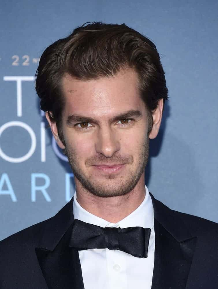 Andrew Garfield arrived at the Critics' Choice Awards 2016 in Hollywood, CA with a slick and stylish hair. This neat look perfectly goes well with his classic black suit.