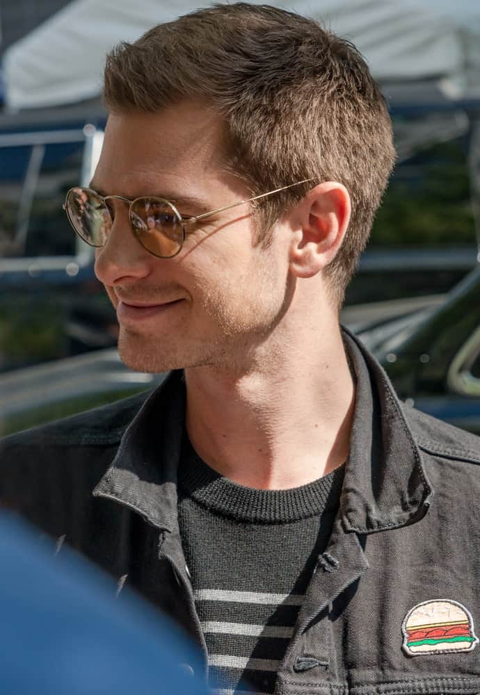 Andrew Garfield was spotted on 2017 Toronto International Film Festival on September 12th in a casual getup along with his round sunglasses. He had a short haircut with some spikes in front.