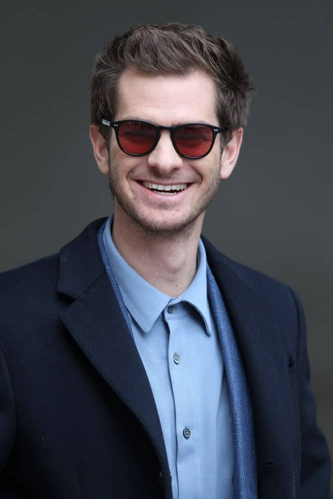 The actor showcased a sleek look with his short highlighted hair at the BBC Andrew Marr Show held on October 22, 2017. It was incorporated with red sunglasses and a navy blue suit.