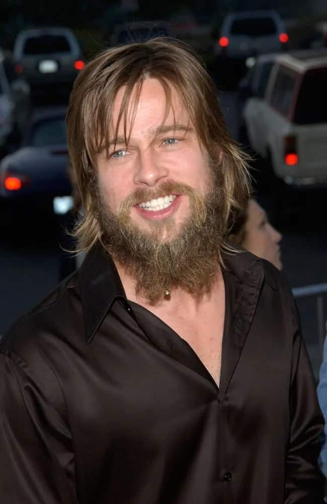 Even when Brad Pitt had long unkempt hair and massive beard back in 2002, he still looked handsome and rugged that goes quite well with his black button down shirt.