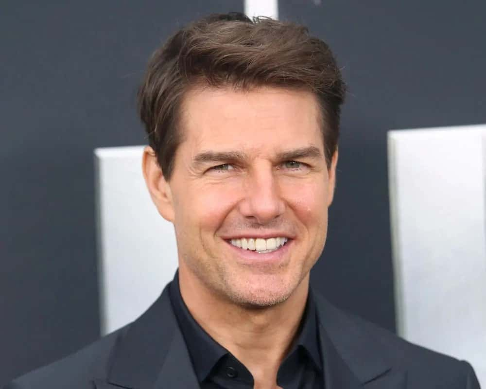 Tom Cruise sweeps his hair into a short side-parted straight casual hairstyle for the premiere of