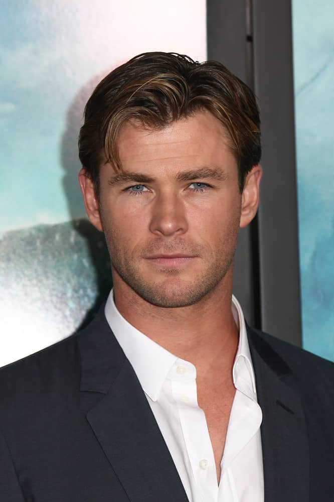 During the New York premiere of his movie, In the Heart of the Sea, Chris wears a simple side swept hairstyle.