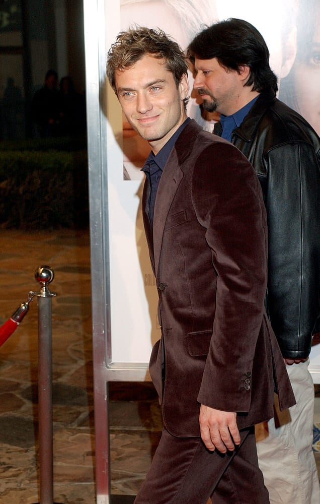 "Jude Law managed to look dapper even with his short messy hairstyle during the Los Angeles premiere of his movie ""Closer"" in 2004."