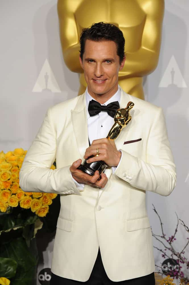 Matthew McConaughey with a short side swept hairstyle and holding his trophy at the 86th Annual Academy Awards at the Dolby Theatre in 2014.