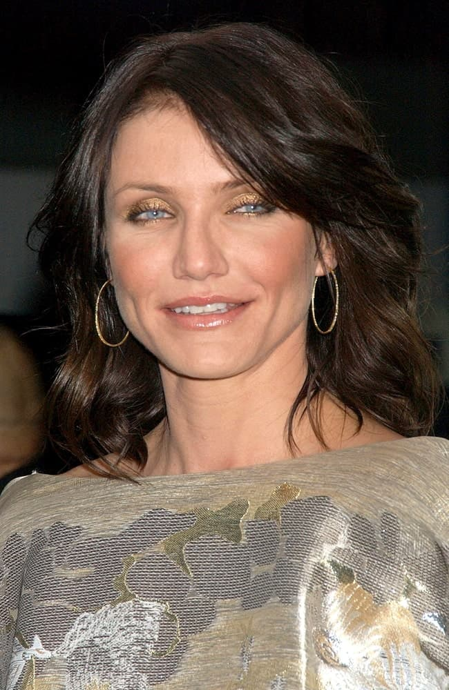 Cameron Diaz wore a dyed dark vintage-style bob with side-swept layered bangs wavy tips at The Holiday Premiere, Ziegfeld Theatre in New York last November 29, 2006.