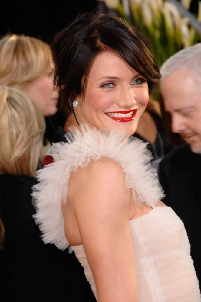 Cameron Diaz dyed her blond hair into a brunette tone and styled it into a messy half-up hairstyle at the 64th Annual Golden Globe Awards at the Beverly Hilton Hotel last January 15, 2007 in Beverly Hills, CA.