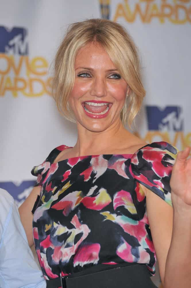 Cameron Diaz looking bright and carefree with her tousled ponytail and long side bangs during the 2010 MTV Movie Awards, June 6, 2010.