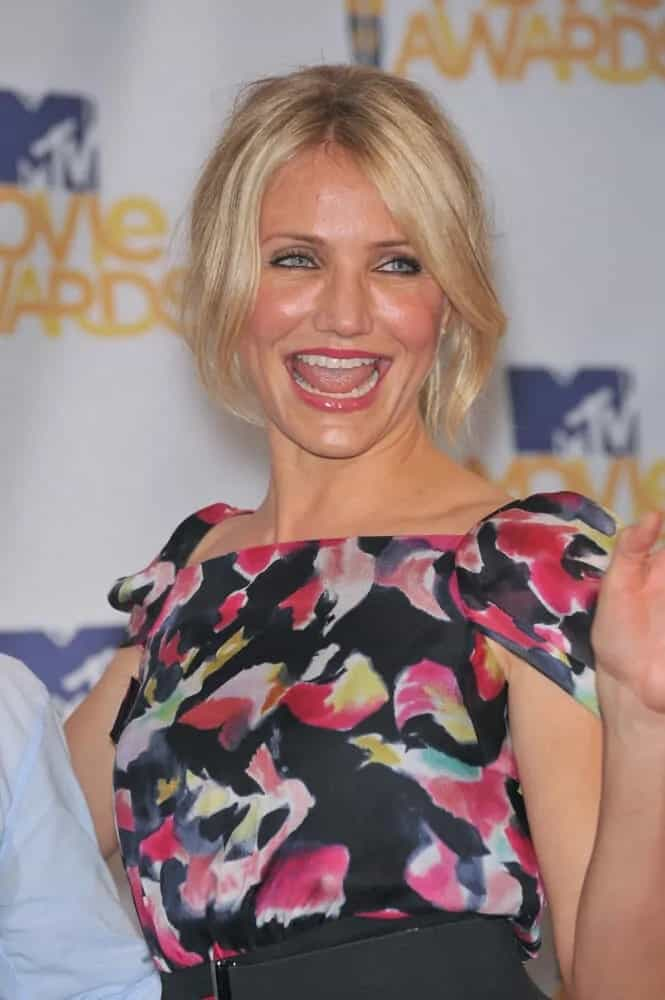 Cameron Diaz was in her usual happy laughing self in her floral dress and her tousled half-up ponytail and long side bangs during the 2010 MTV Movie Awards last June 6, 2010.