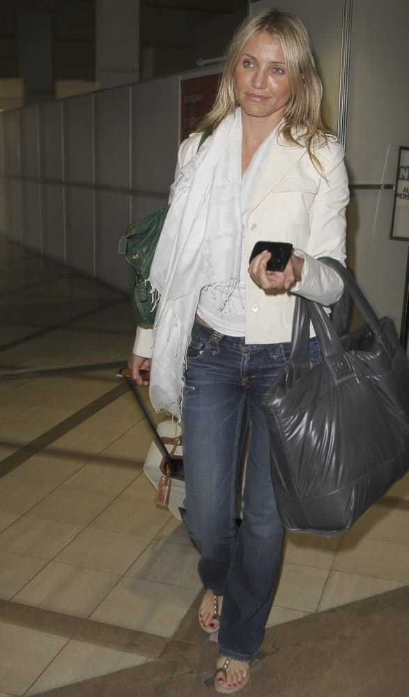 Actress Cameron Diaz was seen at LAX last June 4, 2010 in Los Angeles, California. She kept it casual in her jeans and loose layered blond hair.