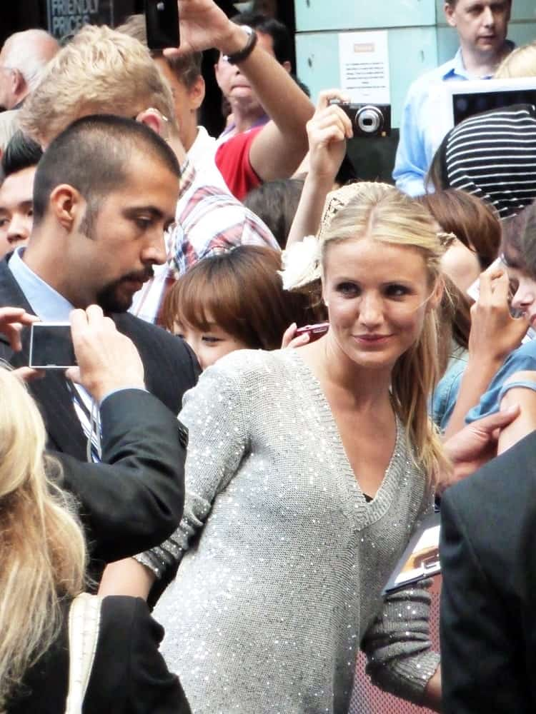 Cameron Diaz was at the Knight And Day Premiere mingling with the crowd last July 22, 2010 in Leicester Square London, England. She wore a sparkly casual sweatshirt with her simple tousled blond ponytail.