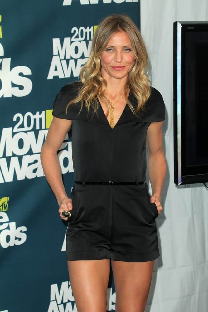 Cameron Diaz in an all-black outfit incorporated with some sexy curls during the 2011 MTV Movie Awards, June 5, 2011.