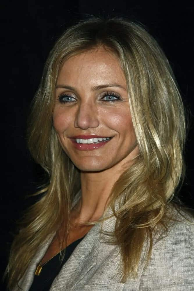 Cameron Diaz opted for a sandy blond tone for her wavy and tousled medium-length hair at the Colosseum at Caesar's Palace in Las Vegas where she was awarded as the female star of the year award at CinemaCon on March 30, 2011.