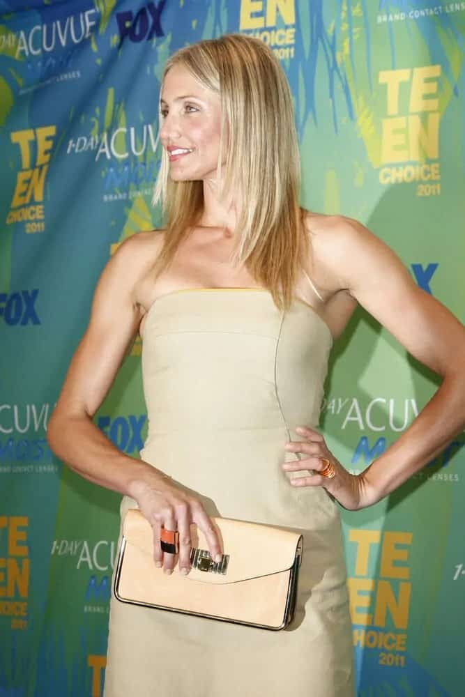 Cameron Diaz wore her blond layered straight hair on the 2011 Teen Choice Awards held at Gibson Amphitheatre on August 7, 2011.