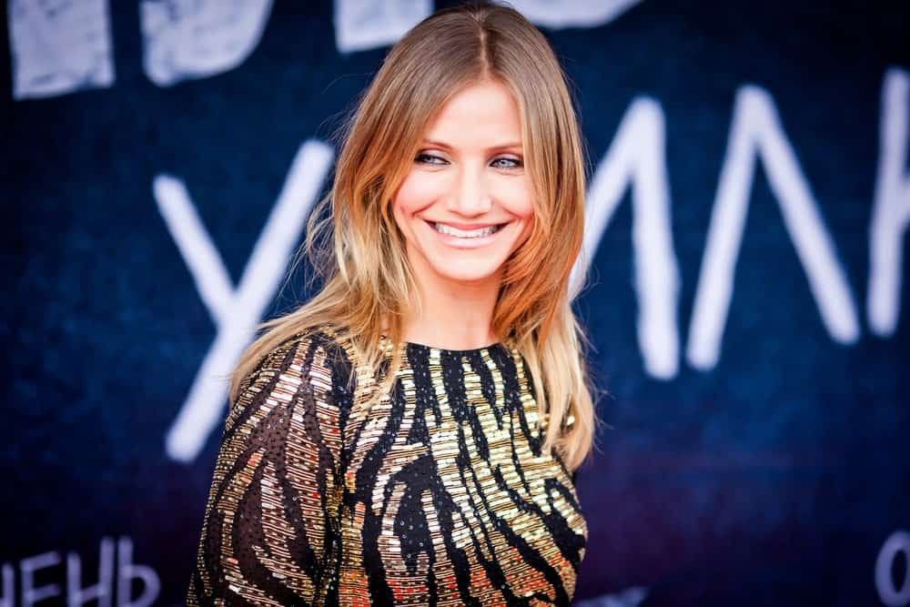 Cameron Diaz flaunted her iconic brilliant smile with her dyed red and blond hair that complements her golden animal print dress at the world premiere of 'Bad Teacher' last June 15, 2011 in Octyabr Cinema in Moscow, Russia.