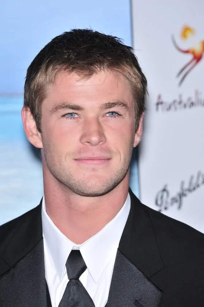 Chris Hemsworth had a messy and tousled short dark brown hair paired with five o'clock shadow at the G'Day USA Australia.com Black Tie Gala in 2008.